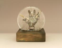 Scissorhands sparkle globe